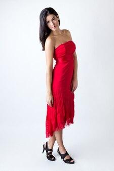 モデルのヘアスタイルの美しさのドレスのポーズ