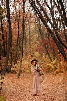 Модель в сказочном образе с лисицей на прогулке