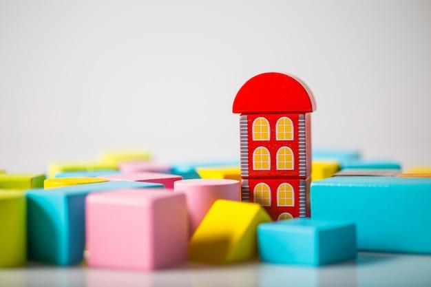 화이트에 목조 주택 모델