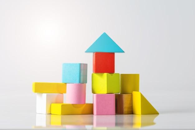 흰색 바탕에 목조 주택 (부동산)의 모델