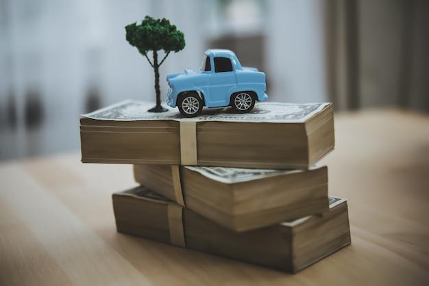Модель небесно-голубой воротничок игрушечная парковка на стопке монет модель машины на стопке монет экономия финансов лоа