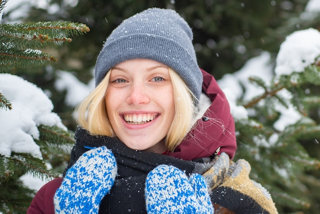 모델 부드러운 소녀 따뜻한 모자 스카프