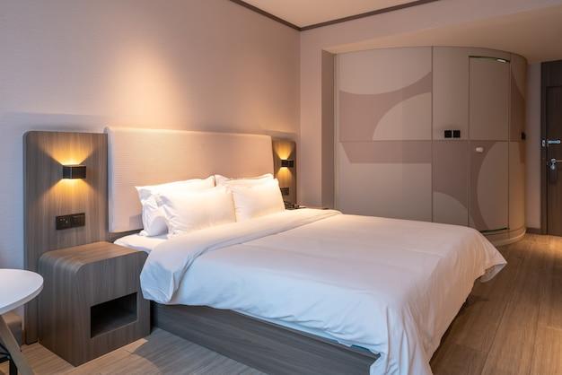 モダンでスタイリッシュなホテルの客室