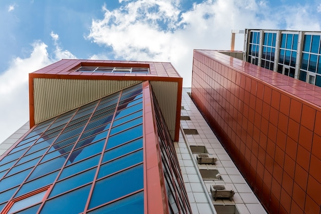 도심에있는 현대 건축 건물