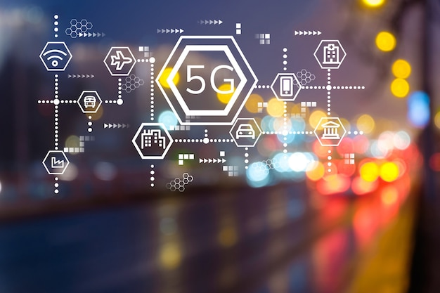 5g 네트워크 연결 개념을 갖춘 현대적인 야간 도시