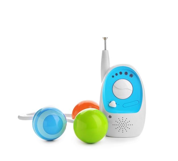 白い表面におもちゃが付いている現代のベビーモニター