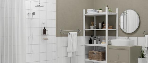 샤워 구역 세면대가 있는 현대적인 욕실 인테리어는 캐비닛 원형 거울 욕실 선반에 서 있습니다.