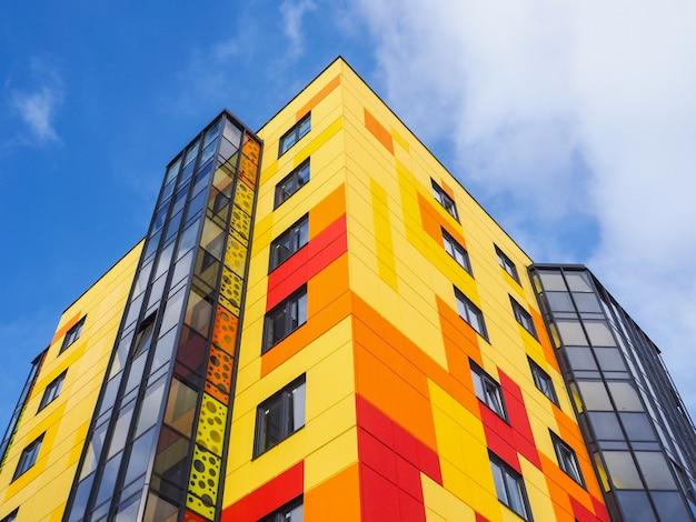 현대적인 아름다운 새 건물