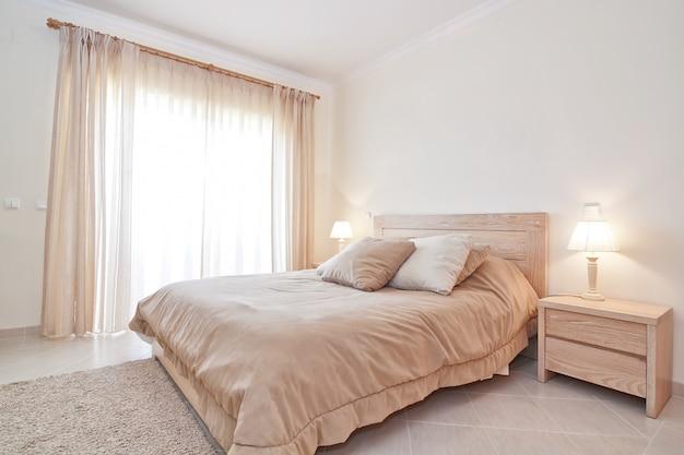 Современная спальня. для семьи.