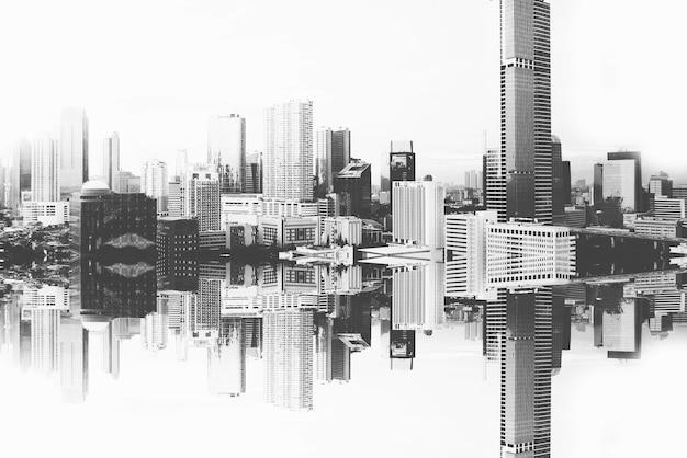 モダンな建物と高層ビルが白い背景に反射して表示