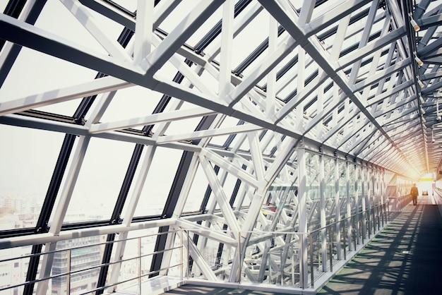 Деталь современного здания станции киото в японии