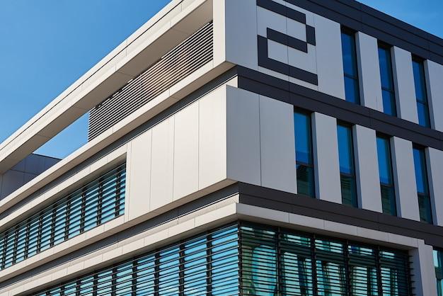 Фасад современного здания