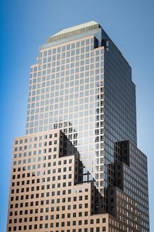 Современное здание в нью-йорке, сша