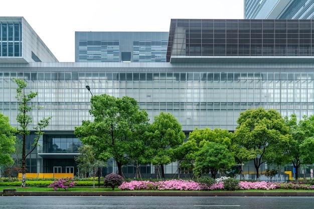 Современные здания и улицы в ханчжоу