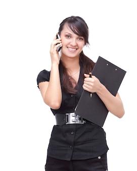 ドキュメントを持つ現代のビジネス女性。白で隔離。コピースペースのある写真