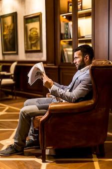現代のビジネスマン、読書新聞