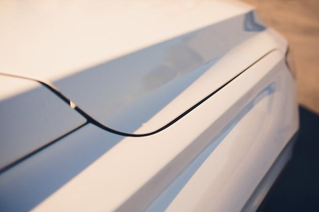 Современный дизайн автомобиля. крупный план. гибочные линии авто