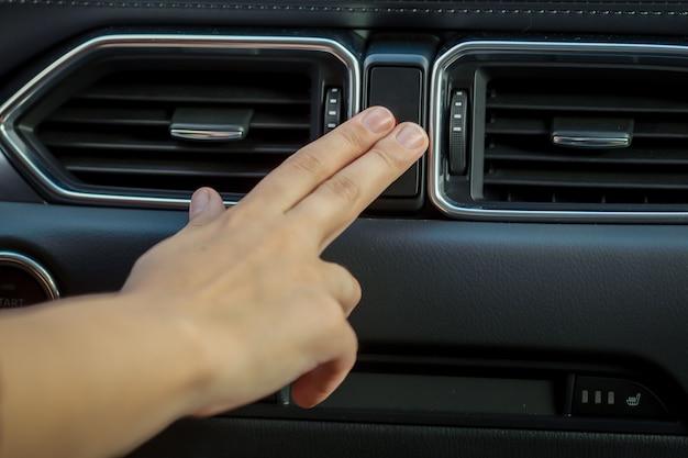 Современный интерьер автомобиля в деталях