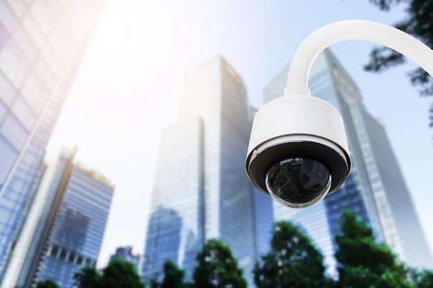 Современные камеры видеонаблюдения на электрическом столбе