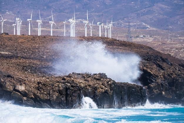 岩の上の海岸線での電力生産環境のための現代的な会社