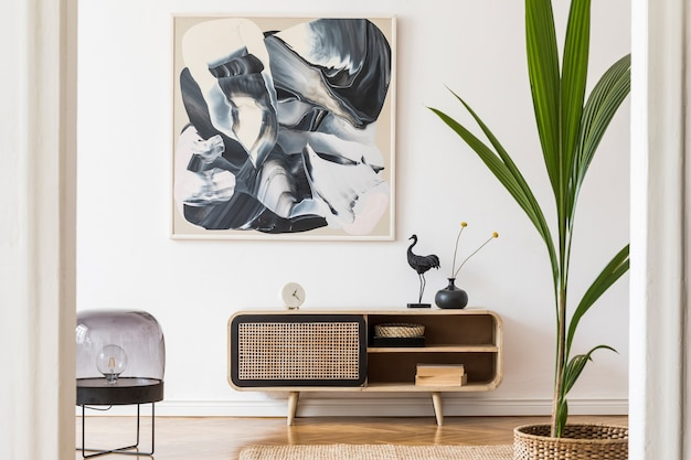 Современная композиция гостиной с дизайнерским комодом и макетом карты в шаблоне домашнего декора