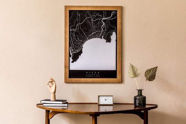 デザインテーブルと家の装飾テンプレートのモックアップマップとリビングルームのモダンな構成