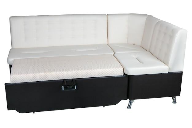 モダンなコーナーコンバーチブルソファベッドレザースリーパーブラウンと白の色、白い背景で隔離、クリッピングパスが含まれています。