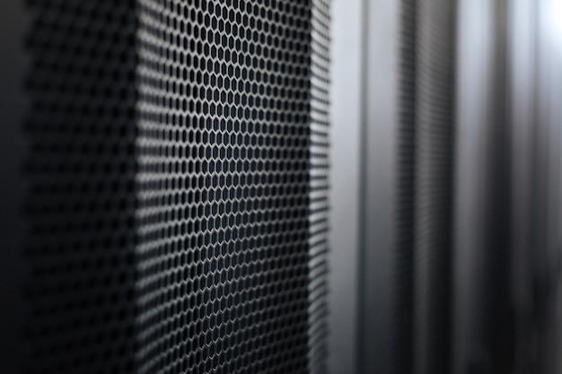 最新のデータセンター。データセンター内のモダンなブラックメタルのスタイリッシュなサーバーラック