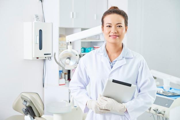 현대 치과 의사 지주 태블릿 pc
