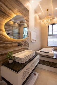 현대적인 디자인의 화장실