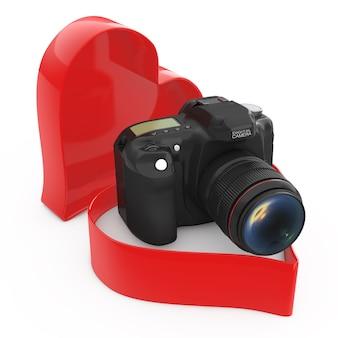 흰색 바탕에 심장 발렌타인 상자에 현대 디지털 사진 카메라. 3d 렌더링