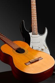 Современные электрические и ретро-акустические гитары, никто. струнный музыкальный инструмент, электро и живой звук, музыка, оборудование для музыканта