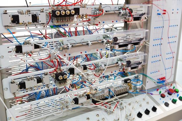Современная электрощитка для управления на заводе