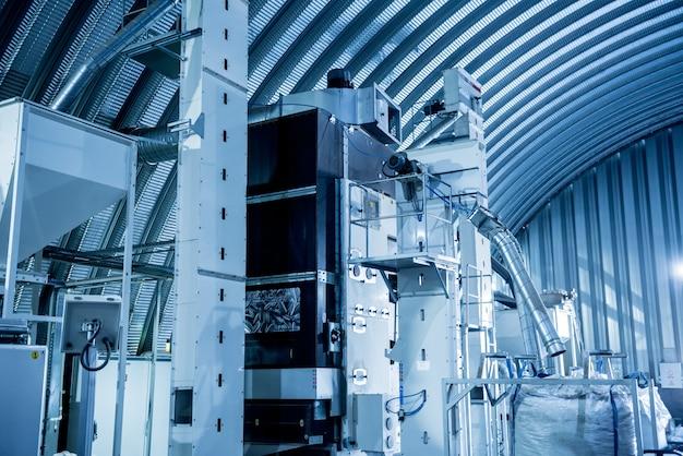 Современное оборудование для очистки и обжарки семян подсолнечника.