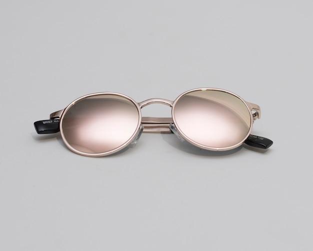 현대 유행 선글라스