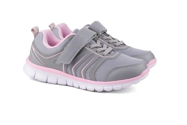 현대 피트니스 운동화 흰색 배경에 고립입니다. 현대 스포츠 신발.