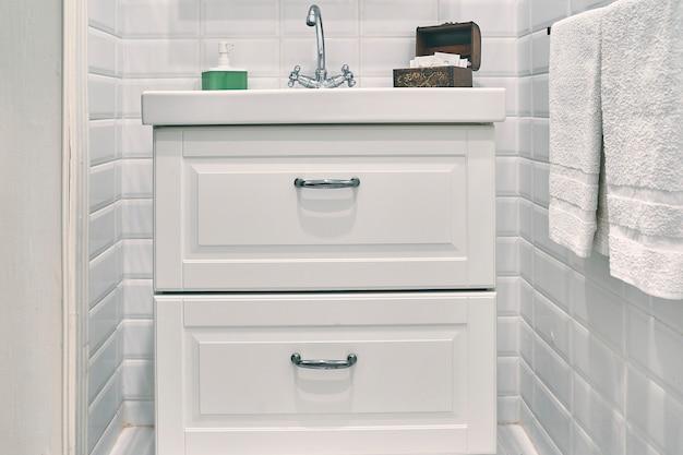 バスルームのモダンな家具