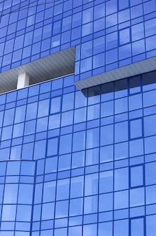 고층 빌딩의 현대 유리 아파트 블록