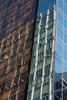 ダウンタウン、バンクーバー、ブリティッシュコロンビア、カナダの現代ガラスの建物