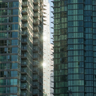 ダウンタウン、バンクーバー、ブリティッシュコロンビア州、カナダの現代ガラスの建物