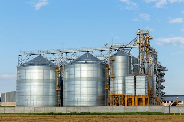 Современный элеватор зернохранилища и линия очистки семян.