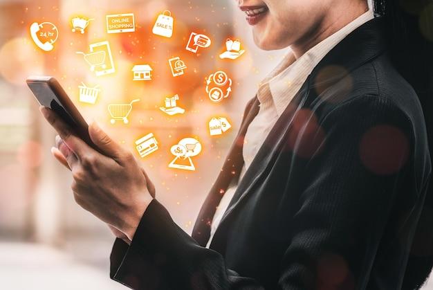 顧客が web サイトで製品を購入し、オンライン転送で支払うための e コマース小売店を示す最新のグラフィック インターフェイス
