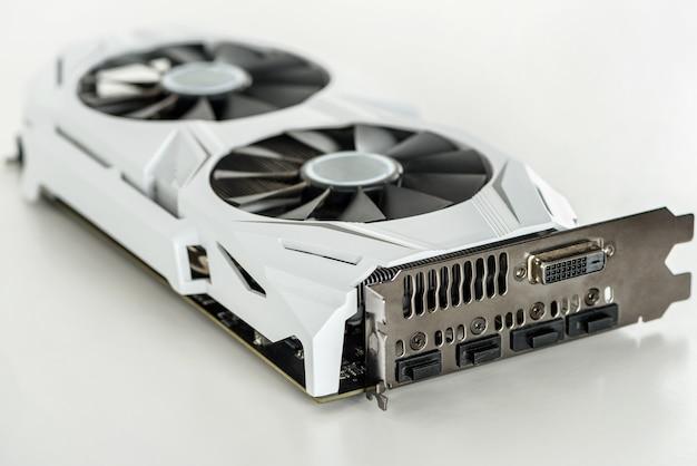Современная видеокарта с двумя кулерами для компьютера.