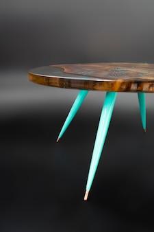 Современный стол ручной работы из орехового дерева