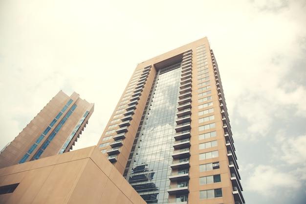 近代的な高層ビル