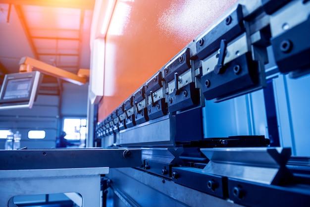 金属工場の最新の油圧曲げ機
