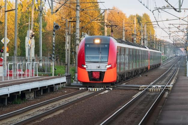 일몰 상업 교외 철도 교통 개념에서 현대 도시 간 고속 열차