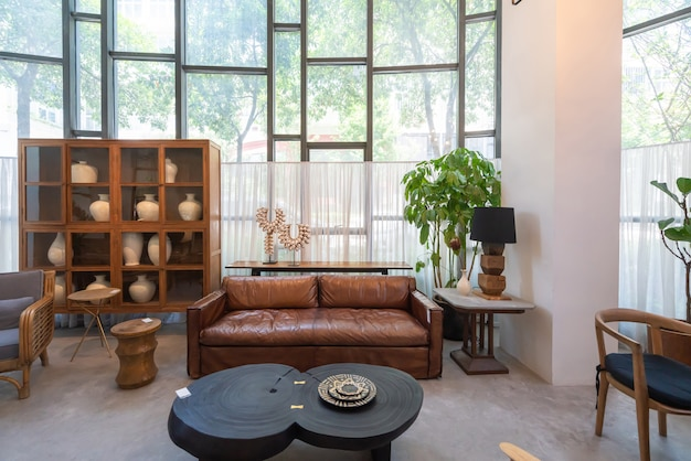 Современный интерьер дома, мебель из массива дерева