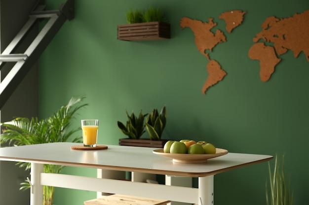 スタイリッシュなテーブルとキッチンのモダンなインテリア
