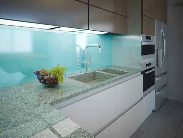 Современная кухня с чистым интерьером и мраморной рабочей зоной с голубой стеной.